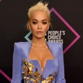 Rita Ora di Red Carpet Peoples Choice Awards 2018
