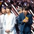 BTS Saat Raih Piala Worldwide Icon of the Year
