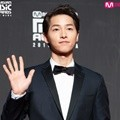 Song Joong Ki hadir di red carpet MAMA 2018 Hong Kong.