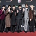 Seventeen hadir di red carpet MAMA 2018 Hong Kong.
