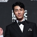 Cha Seung Won hadir di red carpet MAMA 2018 Hong Kong.