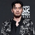 Lee Jin Wook hadir di red carpet MAMA 2018 Hong Kong.