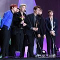 Monsta X Raih Piala Bonsang