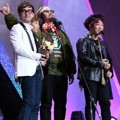 Crying Nut Raih Piala Band Award