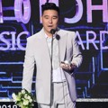 Lim Chang Jung Raih Piala Artist of the Year Bulan September