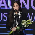 Jennie Black Pink Raih Piala Artist of the Year Bulan November