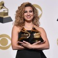 Tori Kelly Berhasil Bawa Pulang Piala Best Gospel Performance/Song dan Best Gospel Album