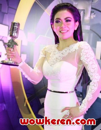 Syahrini Sukses Kalahkan Agnez Mo Di Sctv Music Awards 2014