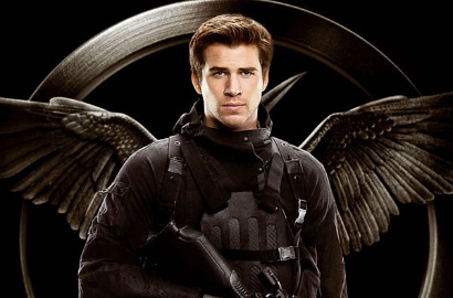 Gagahnya Liam Hemsworth di Poster Anyar 'The Hunger Games: Mockingjay, Part 1'