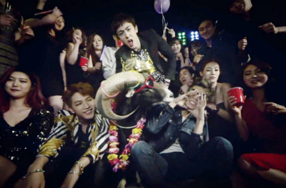 2PM Makin Menggila di MV 'Go Crazy' Versi Pesta