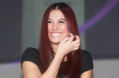 Agnes Monica Raih Penghargaan di World Music Awards 2014