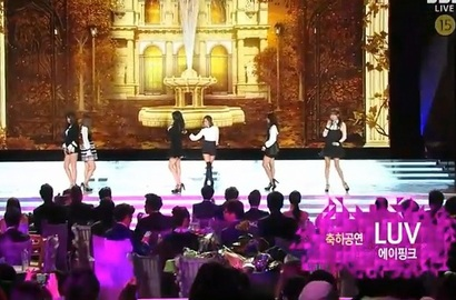 A Pink Pukau Penonton SBS Entertainment Awards 2014 dengan 'Luv'
