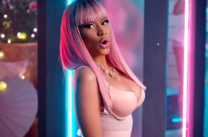 Nicki Minaj Makin Sensual di MV 'The Night Is Still Young'