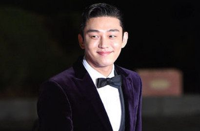 Jadi Fanboy, Yoo Ah In Ikut Nyanyi AOA 'Heart Attack' di Blue Dragon Film 2015