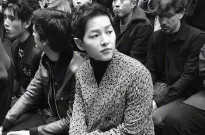 Tanpa Hye Kyo, Song Joong Ki Tampil Super Ganteng di Paris Fashion Week
