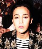 G-Dragon Kembali Hadiri Fashion Show Paris