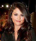 Tracklist 'Revival' Bocor, Selena Gomez Pamer Pakai Bra