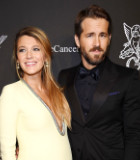 Promosi 'Deadpool', Ryan Reynolds Ajak Istri Pose Nakal