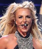 Momen Saat Britney Spears Gagal Salto di Panggung