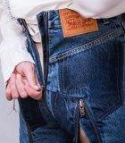 Celana Jeans Resleting di Pantat Ini Bikin Netizen Heboh