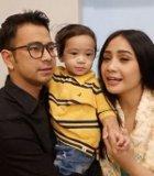 Raffi Ahmad-Nagita Nyanyi Live Perdana OST 'Rafathar'