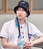 Kedipan Mata Jin Bikin Heechul Tersipu di 'Ask Us Anything'