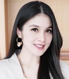 Sandra Dewi Tetap Cantik Pakai Piyama saat Baby Shower