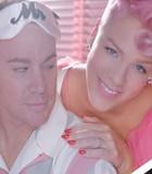 Pink dan Channing Tatum Kocak di MV 'Beautiful Trauma'