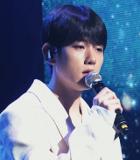 Penampilan Live Baekhyun Nyanyi 'Rain' di Konser 'STATION'